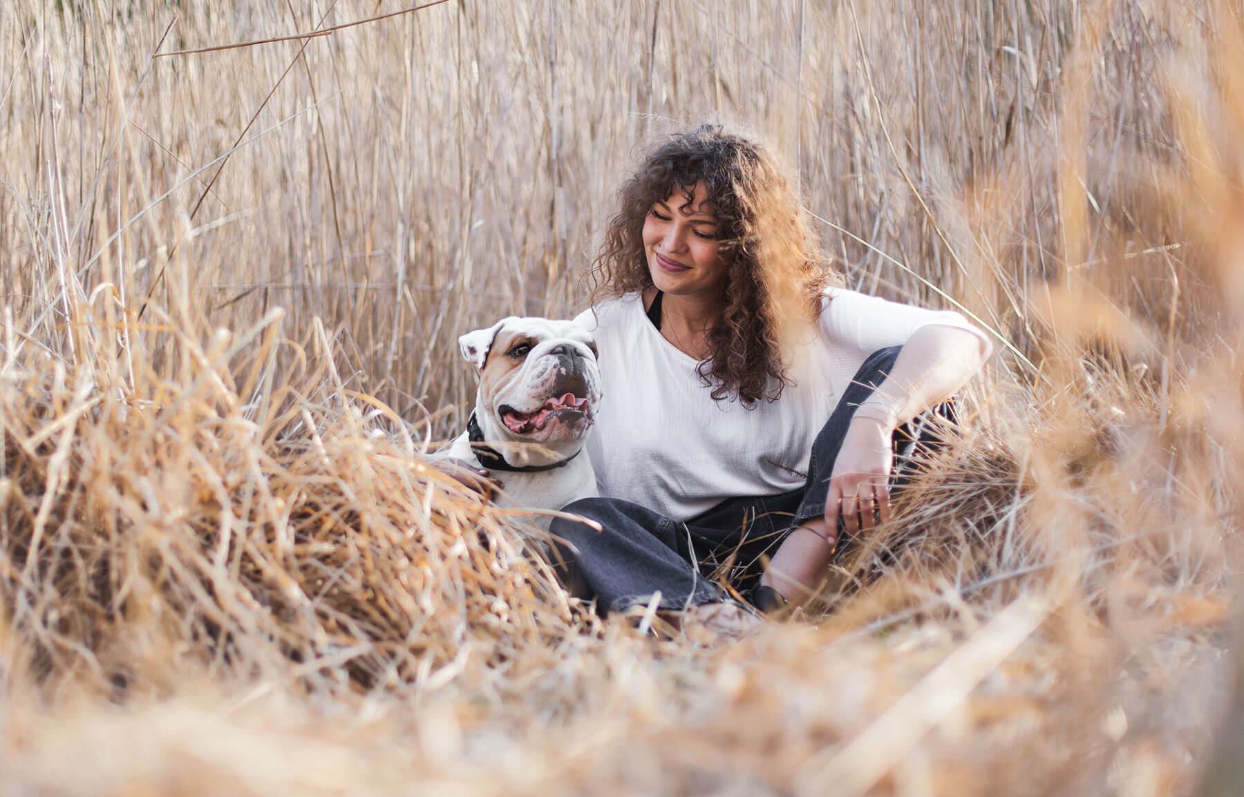 Die Stadthunde Alexandra Stanic Photographin Fotografin Schriftstellerin Journalistin Tito Englische Bulldogge Portrait Jolly Schwarz Photography Alexandra Stalzer Grafikdesign Wien Hunde Stadt