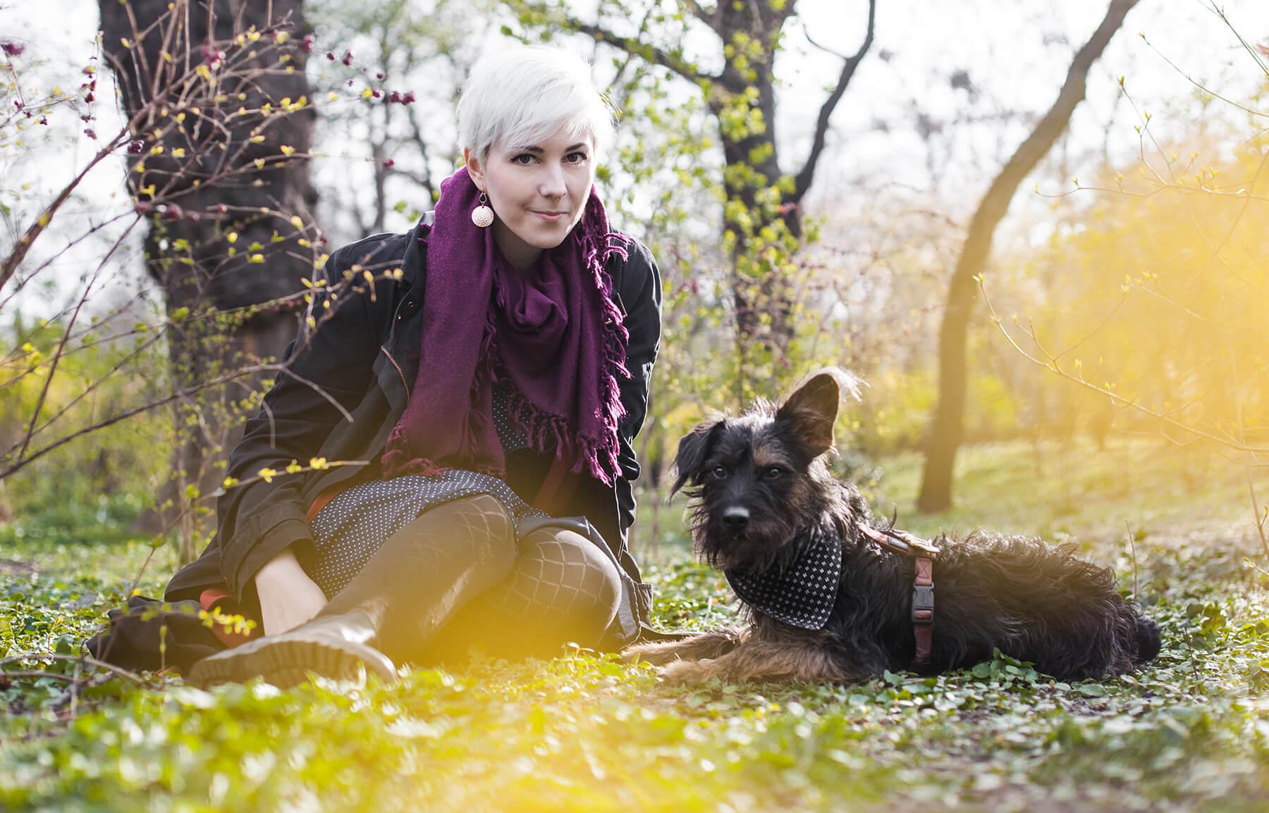 Die Stadthunde Jaqueline Scheiber Minusgold Schriftstellerin Portrait Jolly Schwarz Photography Alexandra Stalzer Grafikdesign Wien Hunde Stadt